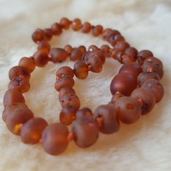 Collier d'ambre naturel cognac satin